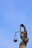 Statua damy sprawiedliwość przed Romer w Frankfurt Fotografia Stock