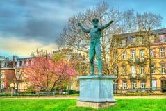 Statua davanti al palazzo di Europa, al sedile del Consiglio d'Europa ed al precedente sedile dell'europeo Fotografia Stock