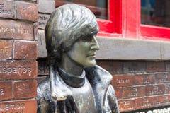 Statua davanti al pub della caverna, Liverpool, Regno Unito di John Lennon Immagini Stock Libere da Diritti