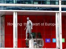 Statua davanti all'edificio di Lex del Consiglio dell'Unione europea fotografia stock