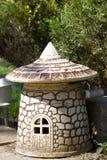 Statua decorativa della Fungo-casa del giardino Fotografia Stock Libera da Diritti