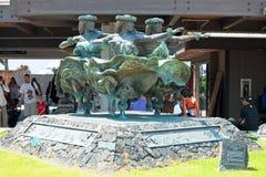 Statua dei ballerini delle donne di Kahiko di hula in Kona al internationa di Keahole Immagine Stock