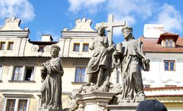Statua dei san e di Gesù a Praga Immagine Stock