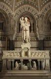 Statua del bambino Jesus della holding del Joseph in sue braccia Immagine Stock Libera da Diritti
