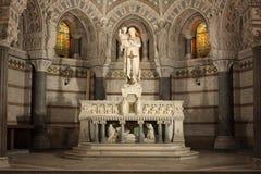 Statua del bambino Jesus della holding del Joseph in sue braccia Fotografia Stock Libera da Diritti