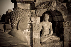 Statua del Buddha al tempiale di Borobudur, Java, Indonesia fotografia stock