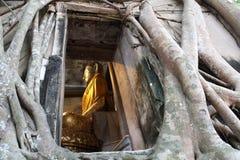 Statua del Buddha in chiesa antica Fotografia Stock Libera da Diritti