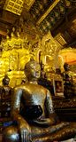 Statua del Buddha nel tempiale Fotografia Stock