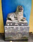 Statua del cane a Portmeirion, Gwynedd, Galles, Regno Unito Immagine Stock Libera da Diritti