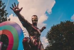 Statua del carattere dei fumetti di ironman in un parco pubblico fotografia stock libera da diritti