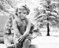 Statua del Cherub in cimitero Immagine Stock