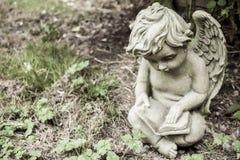 Statua del cherubino Fotografie Stock Libere da Diritti