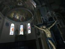 Statua del chist di Gesù in chiesa cattolica di Barcelonnette in Alta Provenza Fotografia Stock