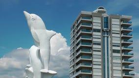 Statua del delfino in karsiyaka e nel piccione di Smirne stock footage