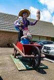 Statua del gelato e del ragazzo di Amish dei maiali Fotografie Stock Libere da Diritti