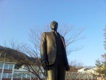 Statua del giardino interno di Kim Il Song II dell'università di Hallym fotografia stock libera da diritti