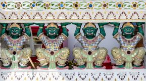 Statua del gigante del guardiano in tempio tailandese Fotografie Stock