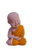 Statua del granito di piccolo monaco sveglio isolato su backgroun bianco Fotografie Stock Libere da Diritti