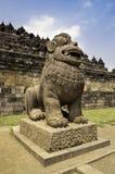 Statua del guardiano nel luogo del tempiale di Borobudur Immagini Stock Libere da Diritti