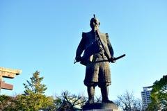STATUA del GUERRIERO nel Giappone Osaka Castle Park, inverno fotografie stock libere da diritti