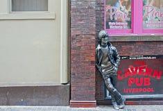 Statua del John Lennon fuori del randello della spelonca Fotografia Stock Libera da Diritti