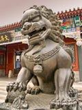 Statua del leone all'interno del palazzo di estate a Pechino Immagini Stock Libere da Diritti