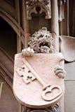 Statua del leone con la chiave sulla parte anteriore del comune Römer in Fra fotografia stock