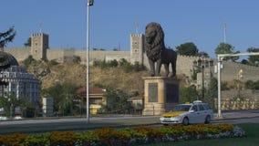Statua del leone di Skopje video d archivio
