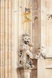 Statua del leone di Victoria Tower, palazzo di Westminster a Londra Fotografia Stock Libera da Diritti