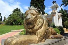 Statua del leone nell'arboreto di Sochi Fotografia Stock Libera da Diritti