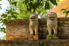 Statua del leone su una pagoda Fotografie Stock Libere da Diritti