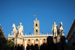 Statua del Medes alla cima della scala al Capitoline, collina a Roma Italia Fotografia Stock