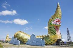 Statua del Naga alla riva del fiume del fiume di 'chi' vicino al museo di Phayakunkak in Yasothon, Tailandia Fotografia Stock Libera da Diritti