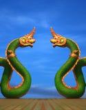 Statua del Naga di Twain della Tailandia con il cielo piacevole Fotografia Stock