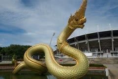 Statua del Naga sull'acqua Fotografia Stock Libera da Diritti