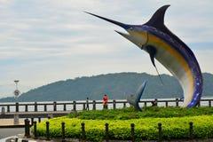 Statua del pesce spada in Kota Kinabalu, Malesia fotografia stock