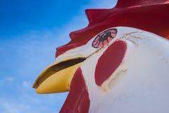 Statua del pollo della vetroresina fotografia stock libera da diritti