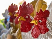 Statua del pollo in una fila Fotografie Stock Libere da Diritti
