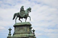 Statua del re Johann davanti a Semperoper. Immagini Stock