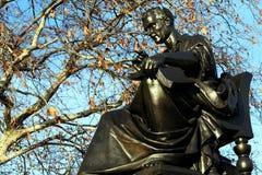 Statua del ritratto di Jean Jacques Rousseau a Ginevra, Svizzera nell'inverno fotografia stock