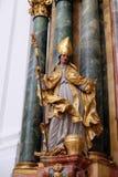 Statua del san, altare in chiesa collegiale a Salisburgo Fotografia Stock