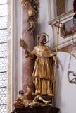 Statua del san sull'altare nella chiesa di St John in Ursberg, Germania Fotografie Stock Libere da Diritti