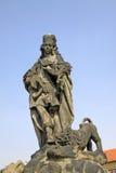 Statua del san Vitus su Charles Bridge a Praga, repubblica Ceca fotografie stock