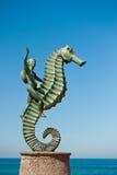 Statua del seahorse di guida del ragazzo   Immagine Stock Libera da Diritti