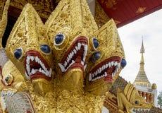 Statua del serpente al tempio buddista Immagini Stock