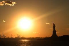 Statua del tramonto di libertà Fotografia Stock Libera da Diritti
