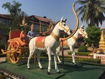 Statua del trasporto del cavallo al tempio di Wat Preah Prom Rath in Siem Reap, Cambogia immagine stock