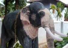 Statua dell'elefante, statua indù di Ganesha Dio Statua nera Immagine Stock