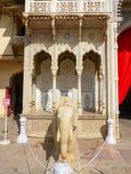 Statua dell'elefante a Rajendra Pol nel palazzo della città di Jaipur, Rajast immagine stock libera da diritti
