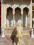 Statua dell'elefante a Rajendra Pol nel palazzo della città di Jaipur, Rajast fotografia stock libera da diritti